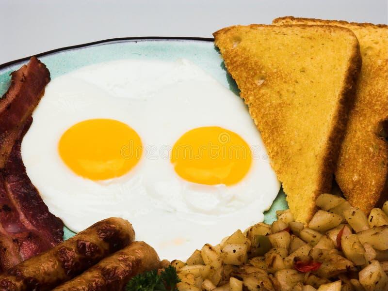 Completi la prima colazione dell'uovo fotografia stock