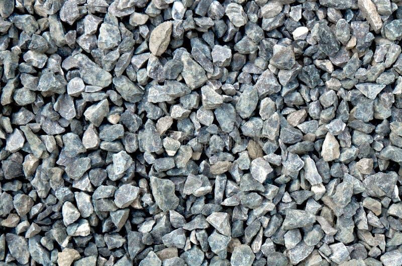 Complex - lichtgrijze ruwe die stenen, bij een steenkuil worden verpletterd, grintpatroon royalty-vrije stock afbeelding
