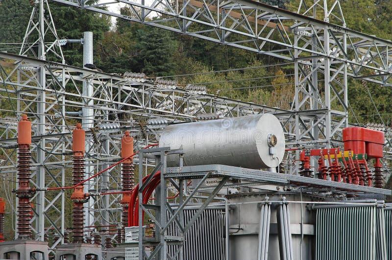 Complexe électrique d'équipement à l'intérieur d'une centrale photographie stock libre de droits