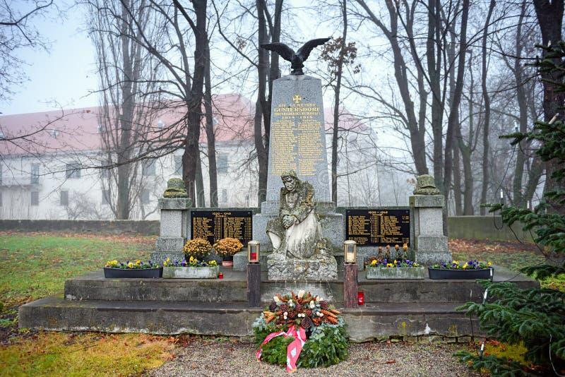 Complexe commémoratif consacré aux soldats tombés qui sont morts pendant la première et deuxième guerre mondiale Guntersdorf, Bas photographie stock libre de droits