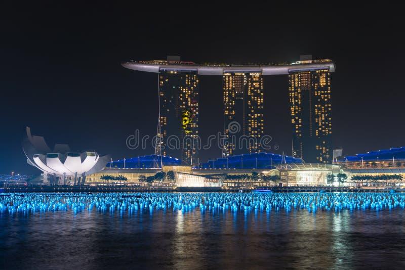 Complexe d'hôtel et de casino de Marina Bay Sands au nignt images stock