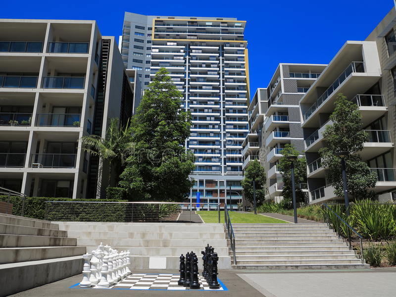 Complexe de logements moderne avec la cour images stock