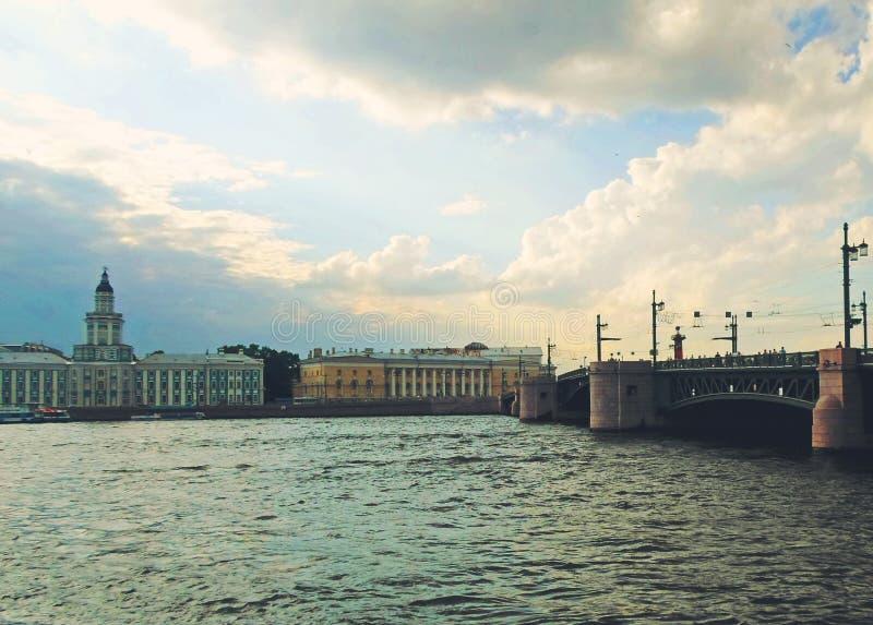 Complexo arquitetónico de Neva Embankment imagens de stock