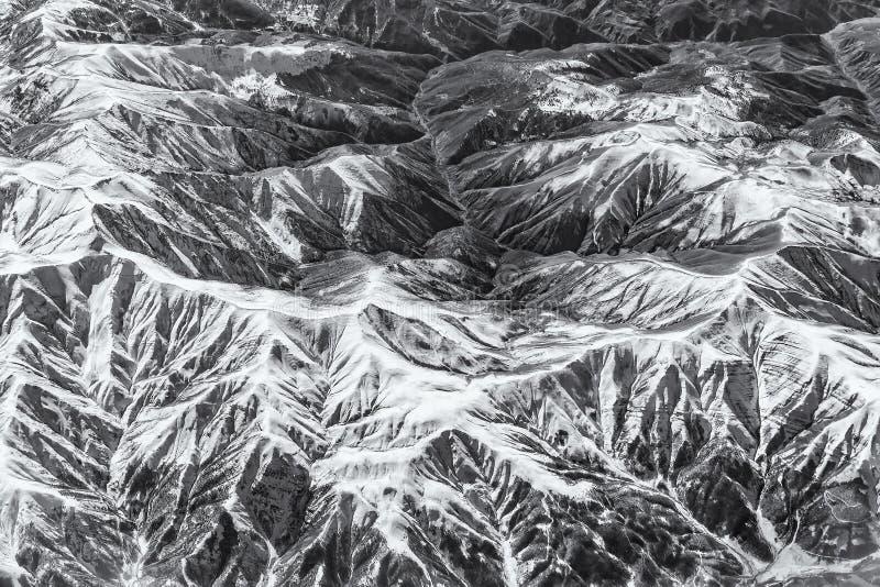 Complexo das montanhas vistas do ar imagem de stock