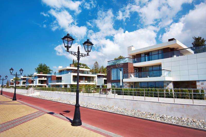 Complexo de casas de campo modernas no recurso foto de stock royalty free