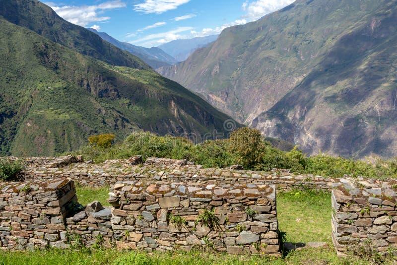 Complexo de Choquequirao das ruínas construído pelos Incas, um dos pagamentos os mais remotos do Inca nos Andes, Peru fotos de stock