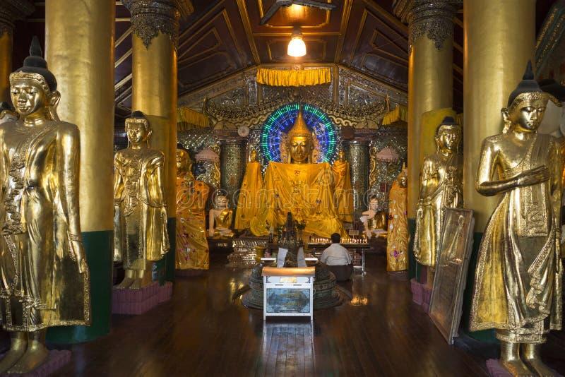 Complexo do pagode de Shwedagon - Yangon - Myanmar imagens de stock royalty free