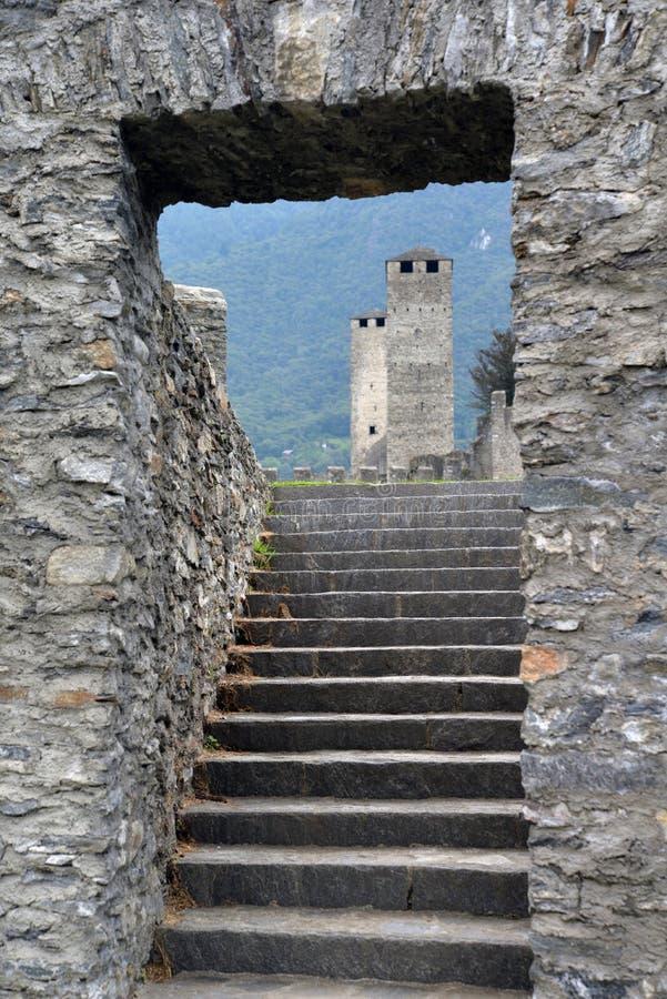 Complexo medieval do castelo de Bellinzona, Ticino, Suíça foto de stock royalty free