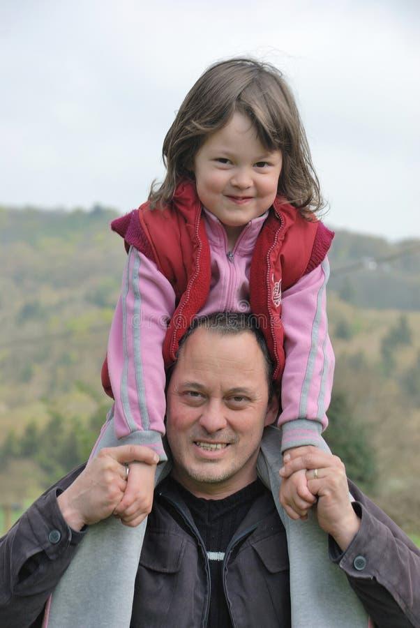 Complicidad entre el padre y la hija imagen de archivo