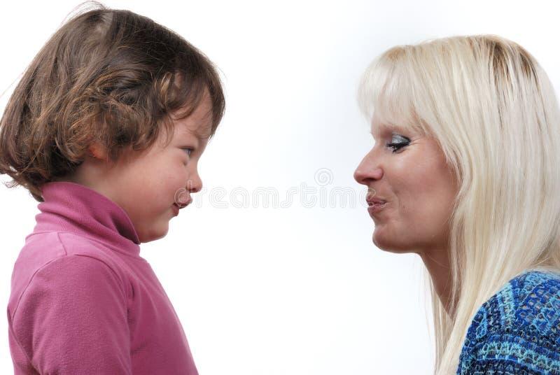 Complicidad entre la madre y la hija imagen de archivo libre de regalías