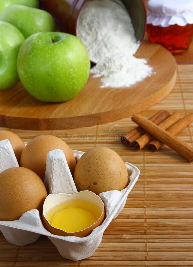 Componenten om appeltaart te bakken. stock fotografie