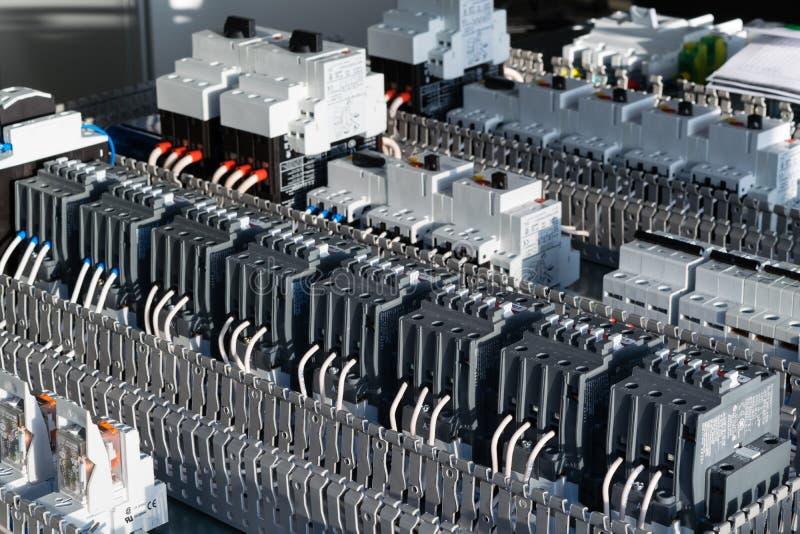 Componentes bondes na placa de circuito fotografia de stock royalty free