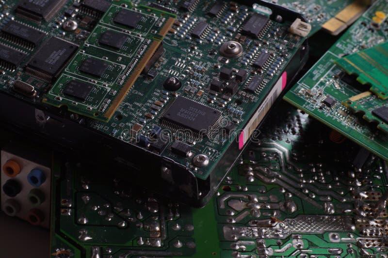 Componentes de computador que incluem cartões-matrizes e RAM como uma fonte de matérias primas preciosas recuperadas Eletro lixo foto de stock