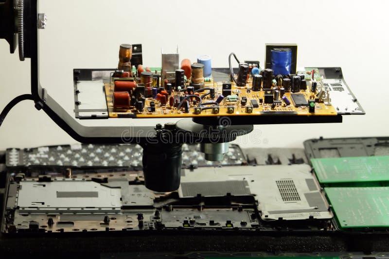 Download Componentes De Radio En Tablero Electrónico En La Fábrica De La Electrónica Imagen de archivo - Imagen de bobinas, transformadores: 64200747