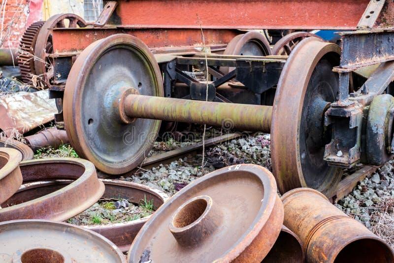 Componentes del tren fuera del uso foto de archivo libre de regalías