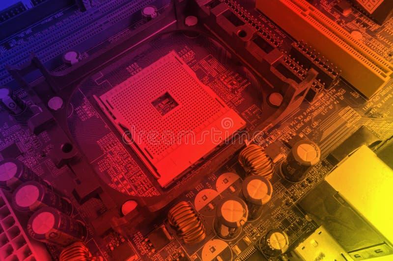 Componentes electrónicos en la tarjeta de circuitos imagen de archivo libre de regalías