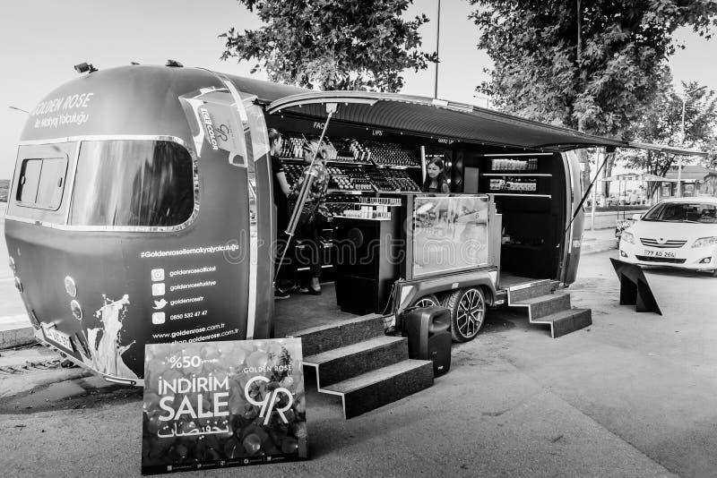 Componga e camion promozionale dei prodotti di bellezza - Turchia immagine stock libera da diritti