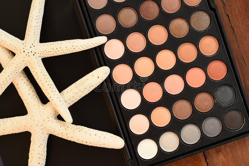 componga e prodotti di bellezza cosmetici sistemati fotografia stock libera da diritti