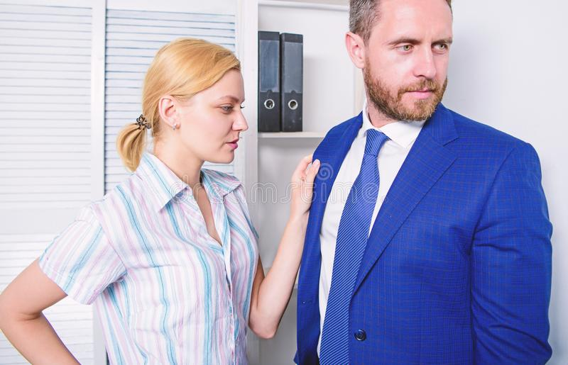 Comportamento indecente da menina Acosso sexual no local de trabalho Chefe abusivo imagem de stock