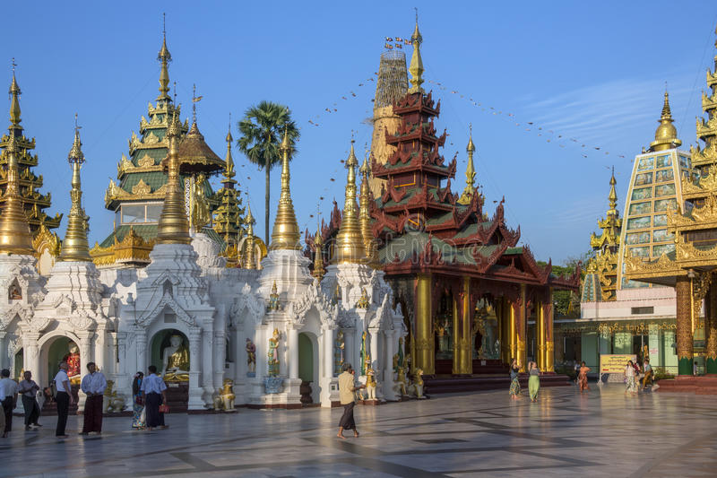 Composé de pagoda de Shwedagon - Yangon - Myanmar image stock