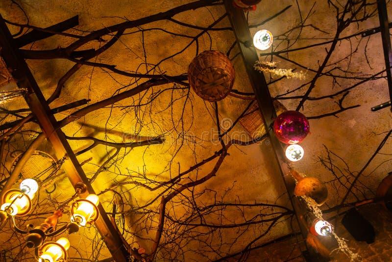 Composição abstrata dos ramos, das lanternas, das cestas e das decorações fotos de stock royalty free