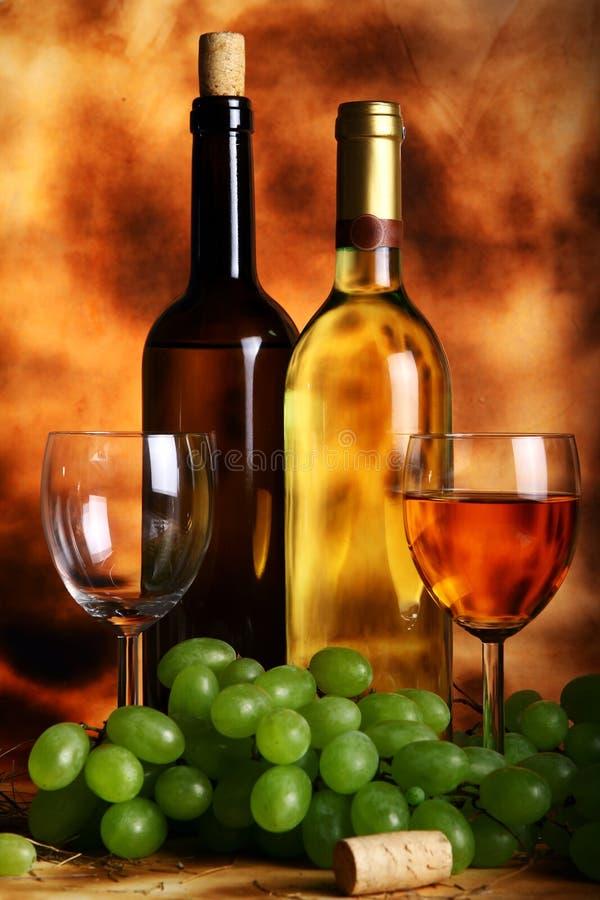 Composição bonita do vinho fotografia de stock royalty free