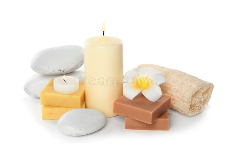 Composição bonita dos termas com velas e sabão fotografia de stock