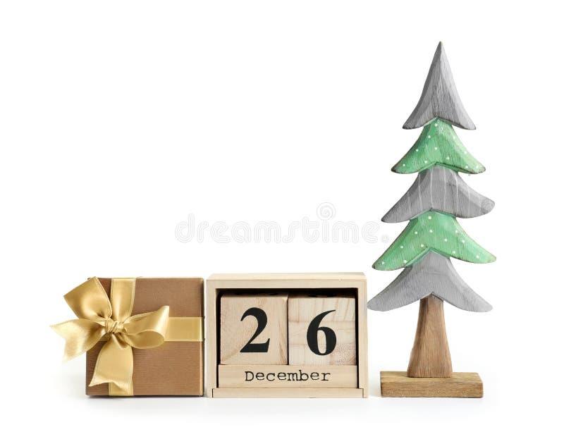 Composição com caixa de presente, calendário e tre de madeira do abeto foto de stock