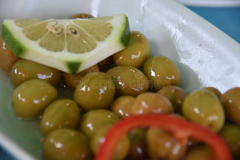 Composição com o pequeno almoço na tabela Dieta de Balnced fotos de stock