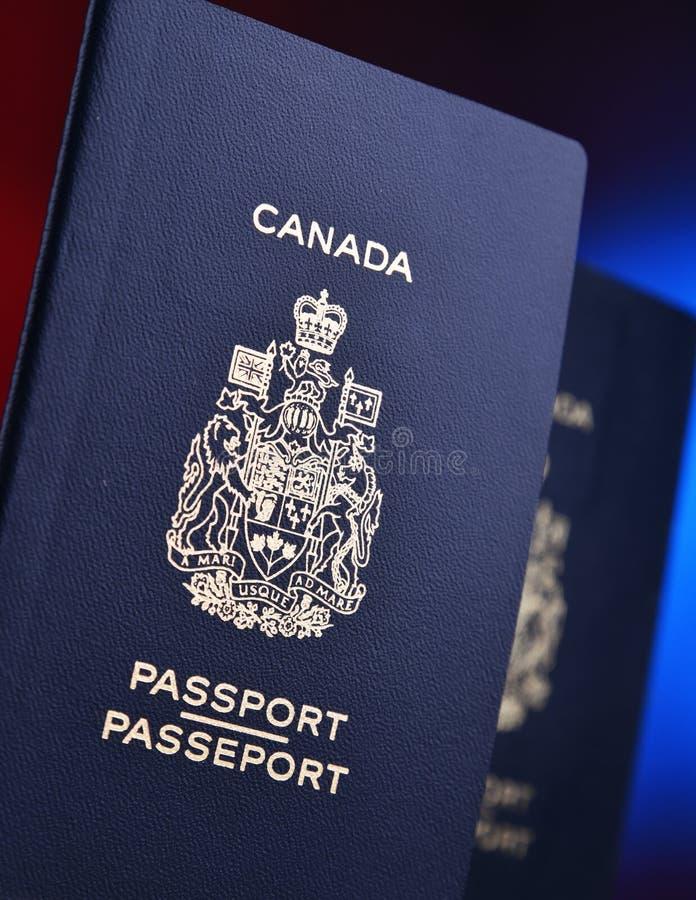 Composição com os dois passaportes canadenses imagens de stock royalty free