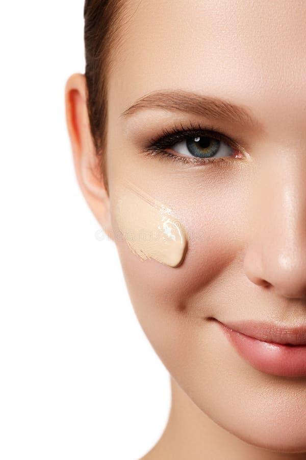 Composição & cosméticos Retrato do close up do modelo bonito f da mulher foto de stock royalty free
