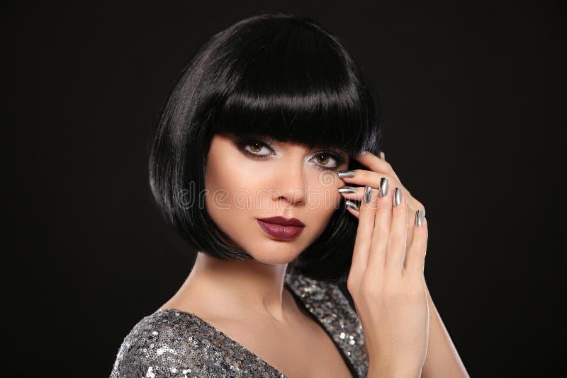 Composição da beleza, pregos poloneses Manicured de prata Penteado de Bob Fas foto de stock royalty free