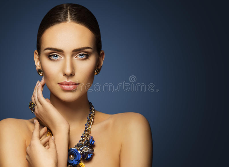 Composição da cara da beleza da mulher, modelo de forma Make Up Portrait foto de stock