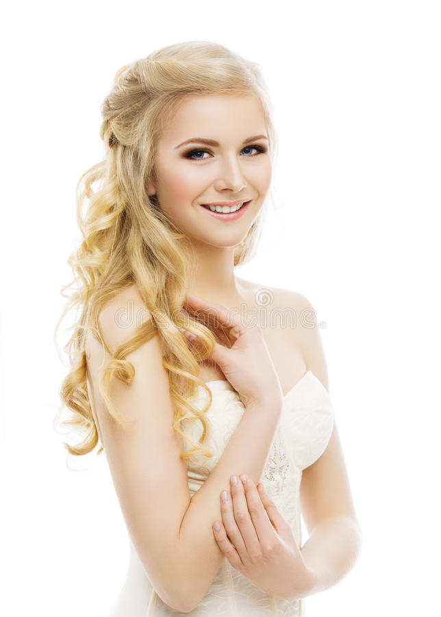 Composição da cara da mulher, cabelo louro encaracolado longo, Make Up modelo, branco imagens de stock