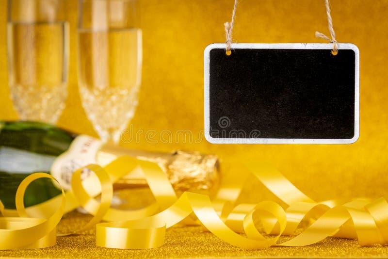 Composição da mesa e do Natal com champanhe imagem de stock royalty free