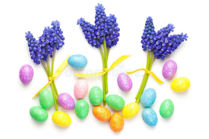 Composição de Easter no fundo branco imagens de stock royalty free