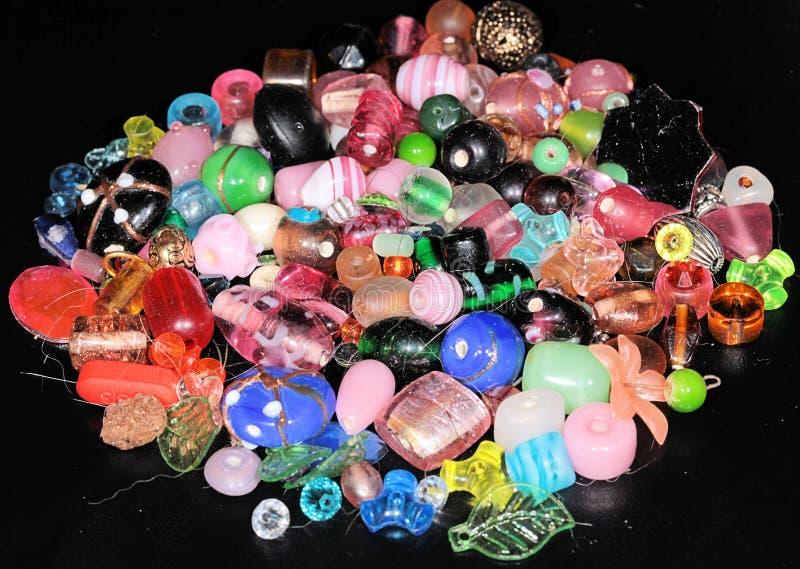 Composição de grânulos colorida arranjados foto de stock royalty free
