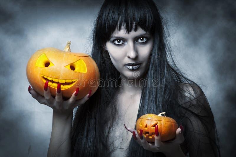 Composição de Halloween. Mulher 'sexy' imagens de stock