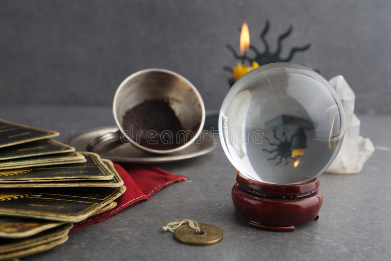 Composição de objetos esotéricos, usada para a cura e a previsão do futuro imagem de stock royalty free