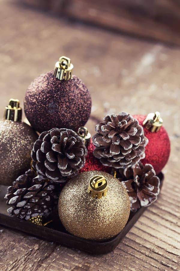 Composição decorativa do Natal no fundo de madeira postcard imagens de stock royalty free