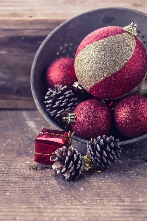 Composição decorativa do Natal no fundo de madeira postcard foto de stock