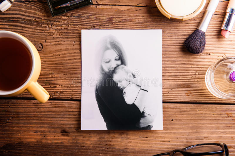 Composição do dia de mães Foto, xícara de café e cosméticos imagens de stock