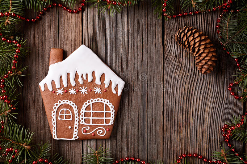 Composição do Natal da cookie da casa de pão-de-espécie dentro foto de stock royalty free