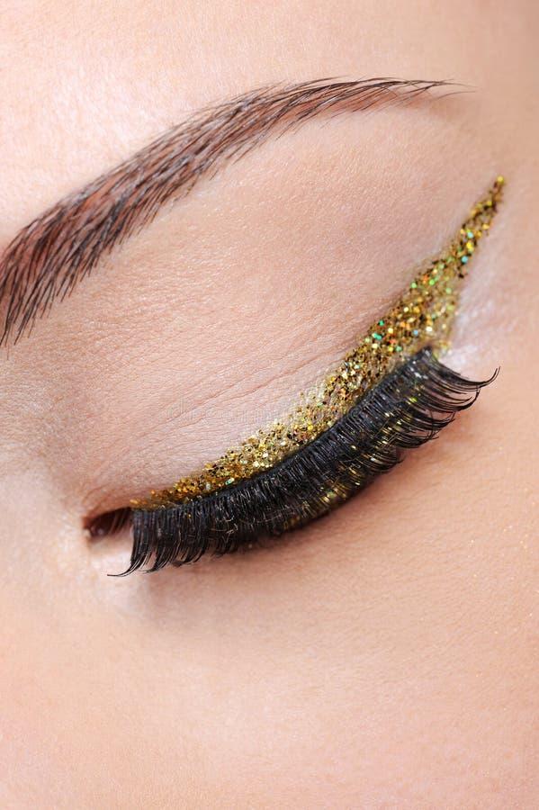 Composição do olho com seta dourada imagens de stock royalty free