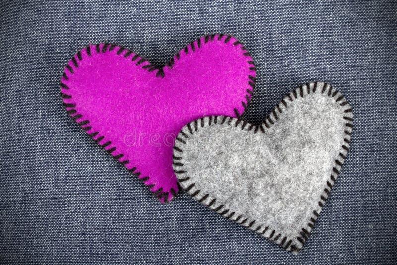 Composição do ` s do Valentim com corações de feltro imagem de stock royalty free