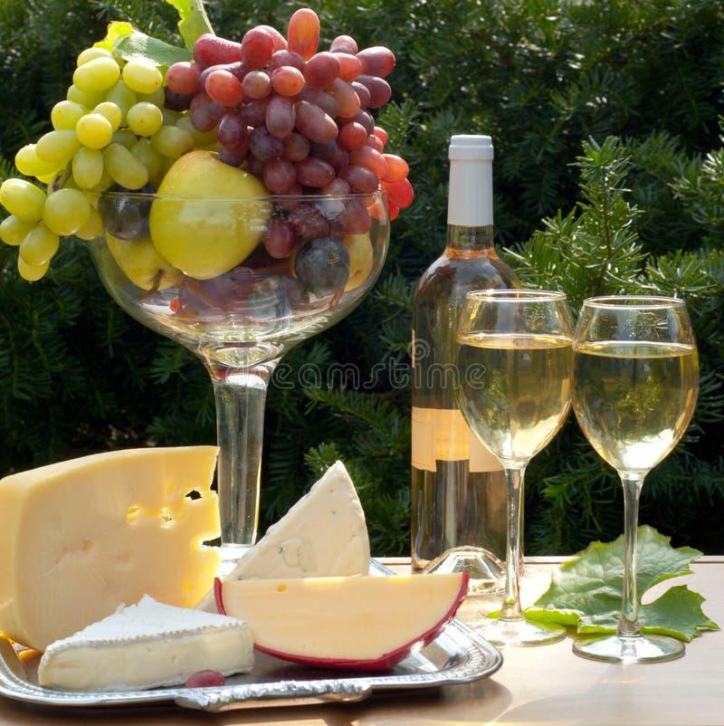 Composição do vinho branco fotografia de stock royalty free
