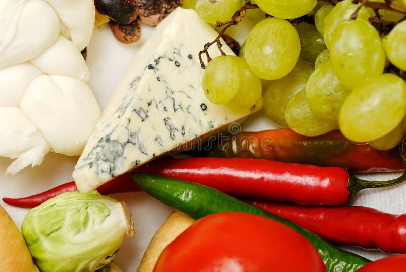 Composição dos gêneros alimentícios com vegetais 2 fotos de stock