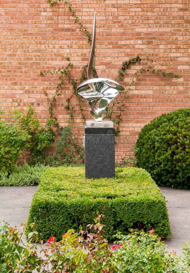 Composição em de aço inoxidável criado em 1985 por Gidon Graetz no jardim botânico de Chicago, Glencoe, EUA foto de stock royalty free