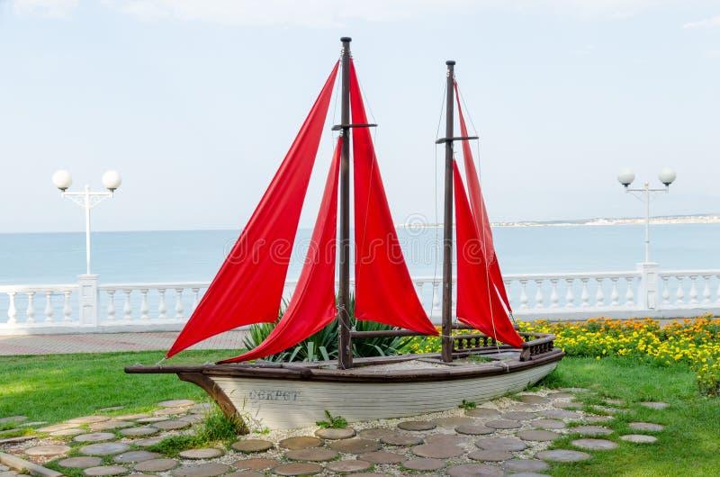 A composição & o x22; Sailboat& x22; no passeio de Gelendzhik foto de stock