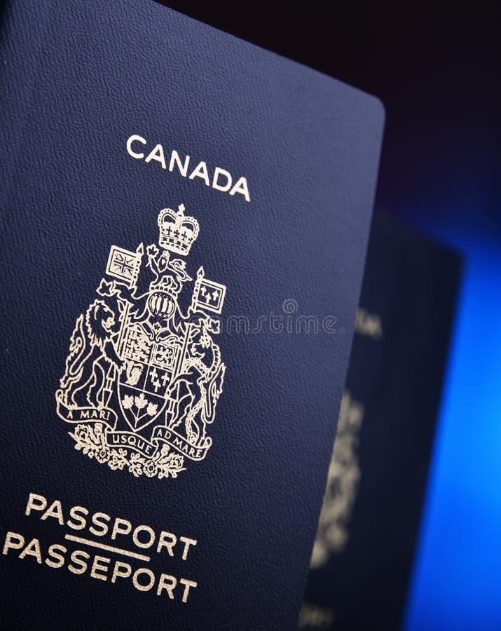 Composi??o com os dois passaportes canadenses imagem de stock royalty free